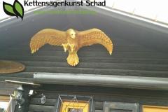 fleiegende_adler_kettensaegenkunst_philipp_schad_ulm_lonsee_kettensaegenschnitzer_heidenheim_holzfigur_motoraegenschnitzen